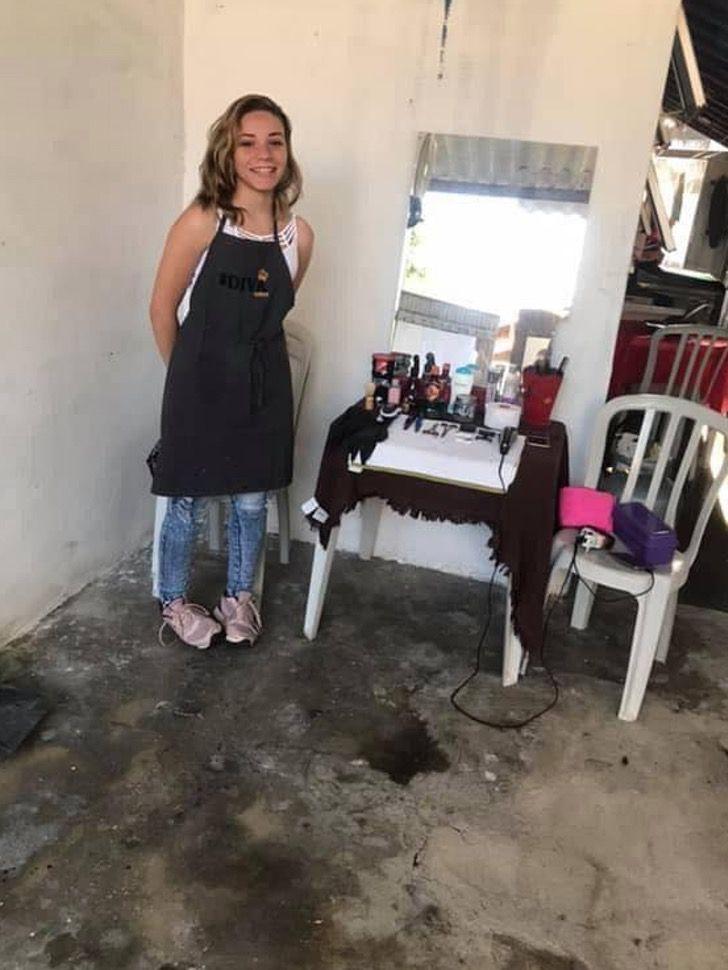 Captura de Pantalla 2020 09 29 a las 14.11.22 - Aos 17 cortava cabelos em sua humilde casa, dois anos depois, abriu seu próprio salão.