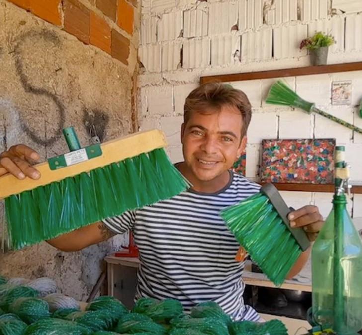 gari ecologico 3 - O varredor de rua brasileiro venceu o alcoolismo e se tornou uma celebridade da reciclagem no YouTube