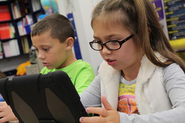 ipad 1126136 640 - Campanha online arrecadou $140.000 para meninas que foram a restaurantes estudar com WiFi grátis