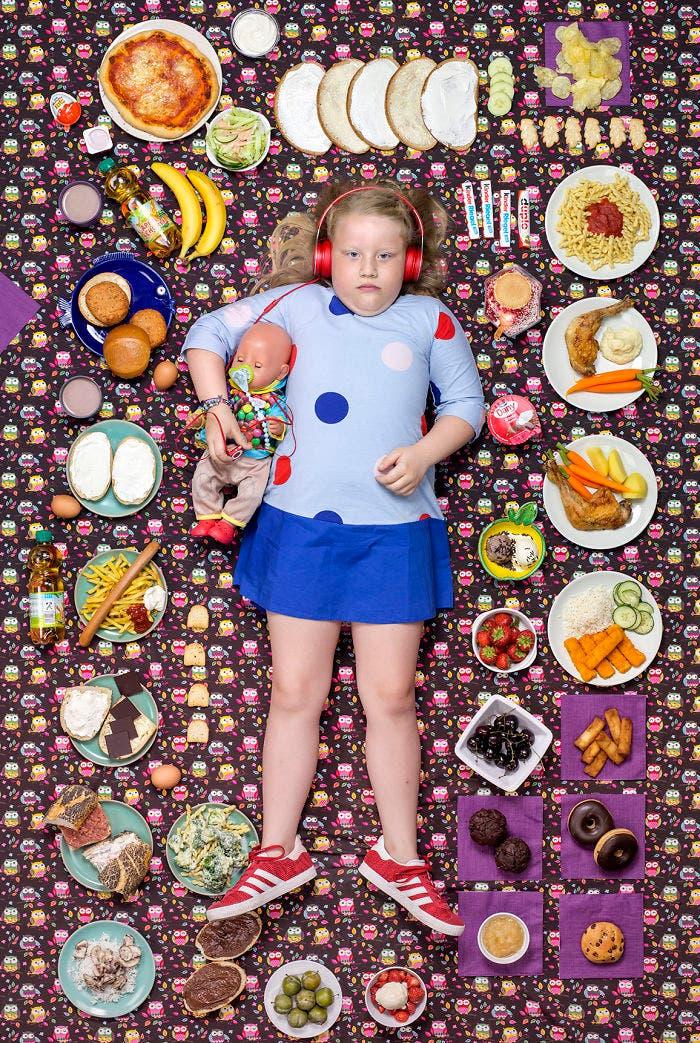 kids surrounded weekly diet photos daily bread gregg segal 3 5d11c0ce3f9fa  700 - 10 fotos de crianças de vários países que demonstram o que comem em uma semana