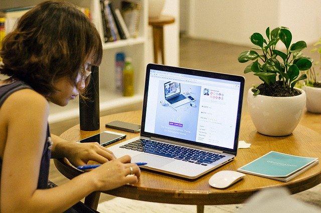 office work 1149087 640 - Campanha online arrecadou $140.000 para meninas que foram a restaurantes estudar com WiFi grátis