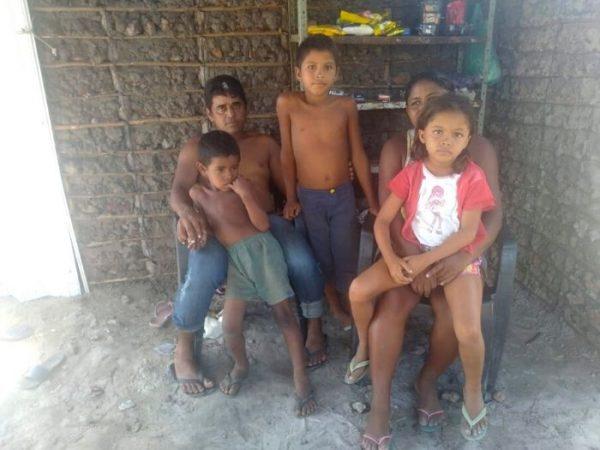 vitoria familia e1600832180975 - Menina sonha em ter geladeira para poder beber água gelada.