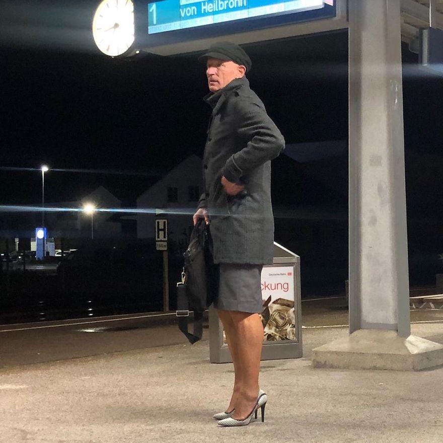 21 - Saias e saltos altos não são apenas para mulheres, esse cara prova isso perfeitamente (30 fotos)