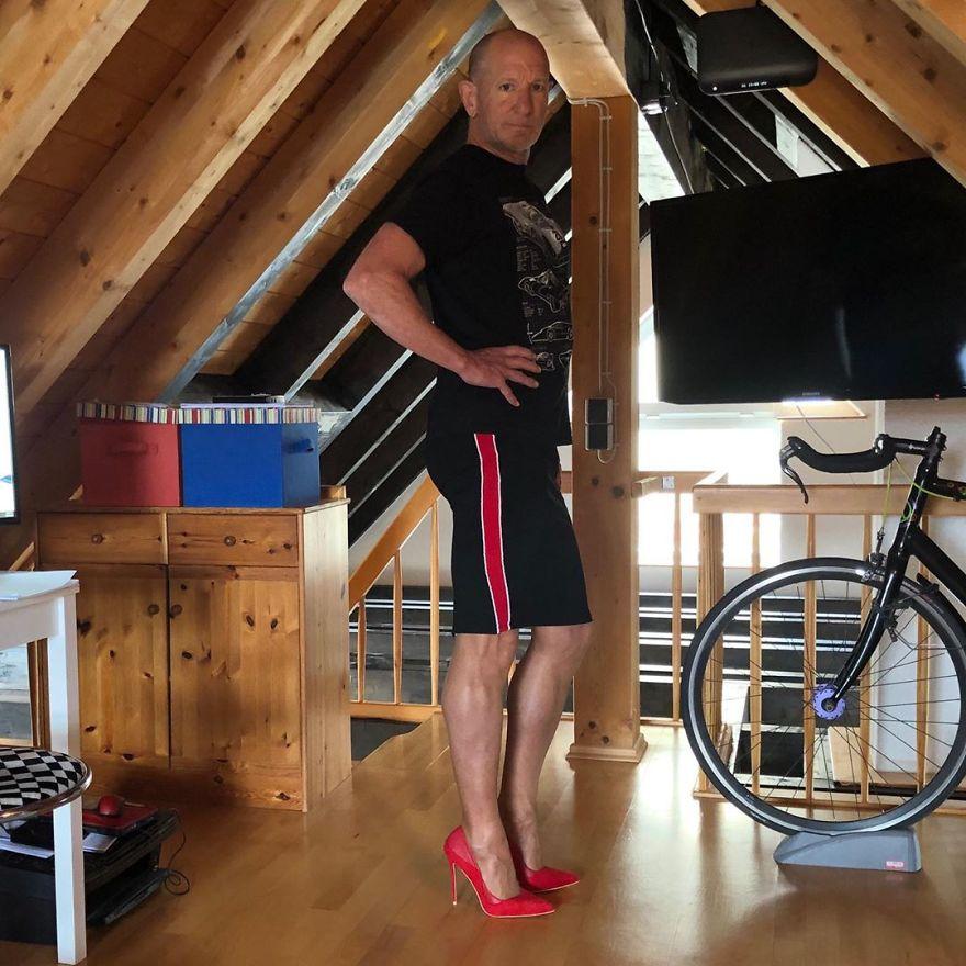 25 - Saias e saltos altos não são apenas para mulheres, esse cara prova isso perfeitamente (30 fotos)