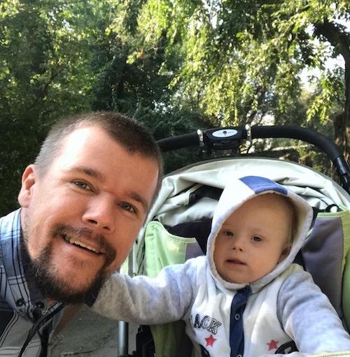 5 3 - Mãe pretendia dar bebê com Síndrome de Down para adoção, pai decidiu cria-lo sozinho.