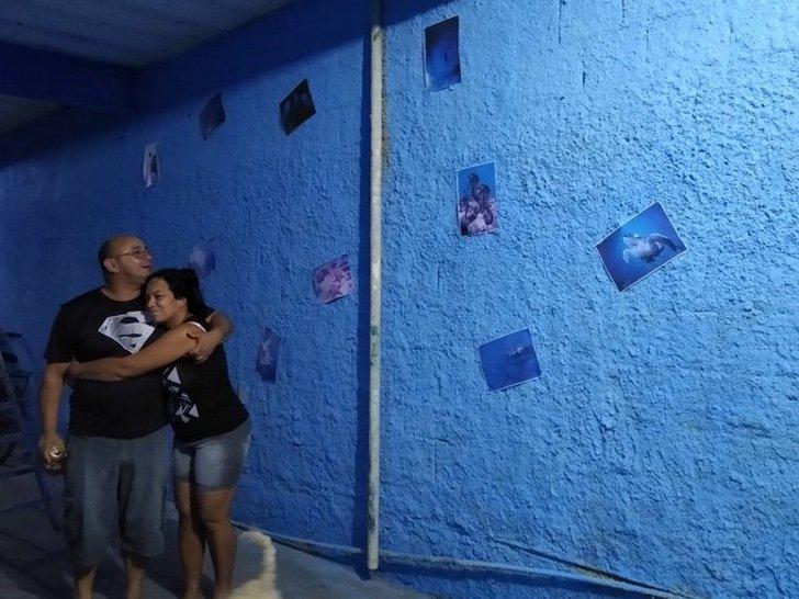 EXCueQrWAAEDtBK - Ele pintou suas paredes como se fossem o mar para sua esposa que não podia ir à praia. Fotos marinhas coladas