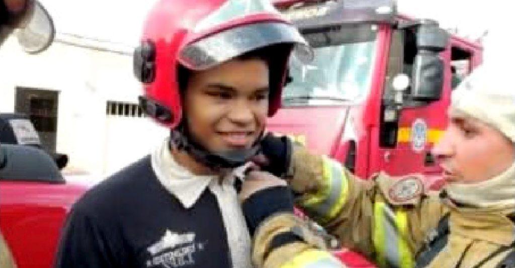 adolescente mujer ninos incendio 1024x533 1 - Adolescente de 17 anos salva uma mulher e seus dois filhos.
