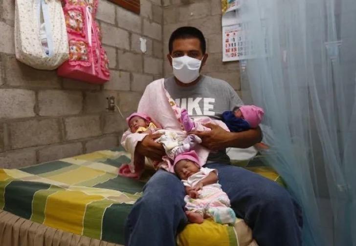 asd5 - Sua esposa morreu e ele sozinho cuida de seus trigêmeos recém-nascidos.