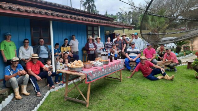 cafe - Vizinhos e amigos se juntam para cuidar da lavoura de produtor internado com a Covid-19