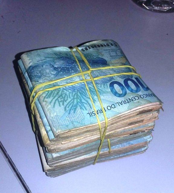 dinheiro - O cortador de cana Odair achou uma carteira com R$ 8 mil em uma praça. O que você faria? Veja o que ele fez.