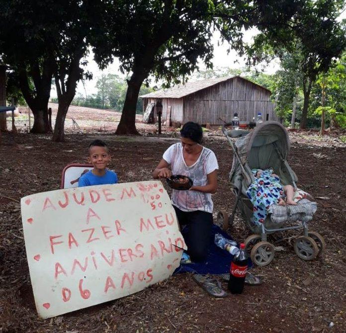 mae e filho 696x670 1 - Veja vídeo emocionante : Depois de pedido emocionante em rodovia, garotinho ganha festa de aniversário!
