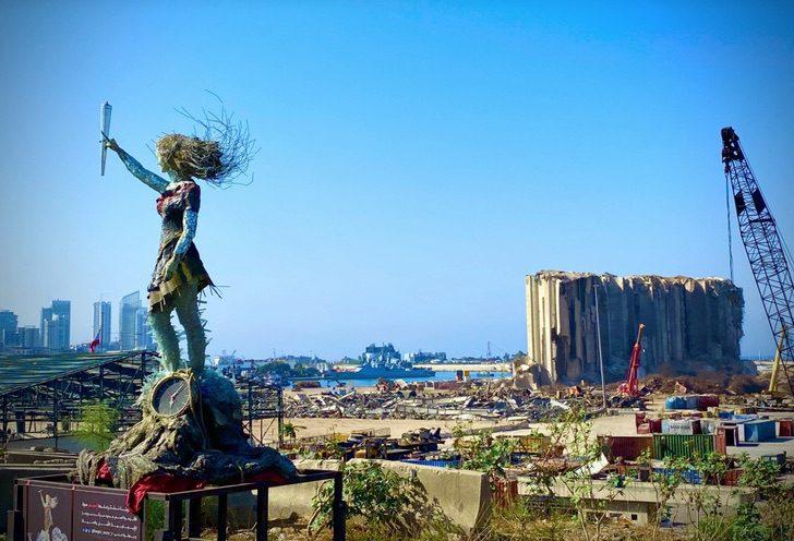 1 1 2 - Artista libanesa cria escultura poderosa com as cinzas deixadas pela explosão em Beirute. Um tributo