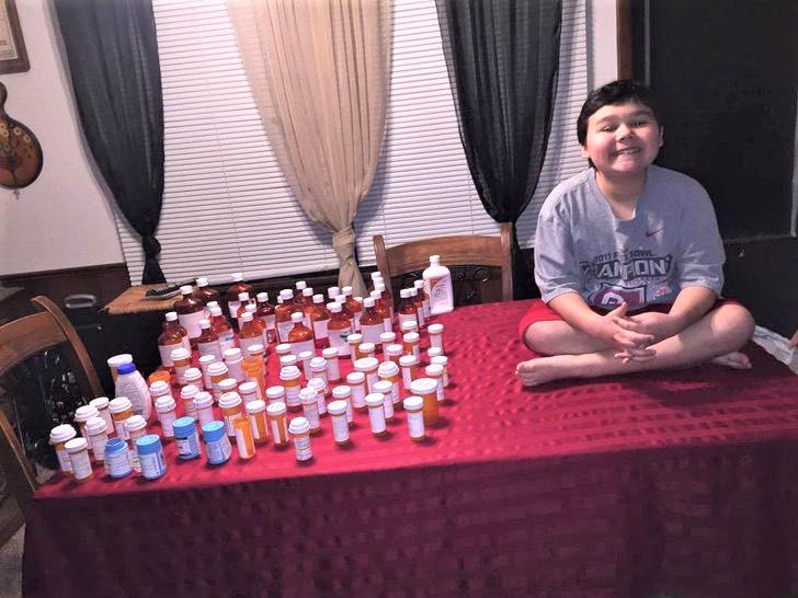 1 1 7 - Menino chorou com grande emoção ao tomar a última dose de quimioterapia. Ele venceu o câncer