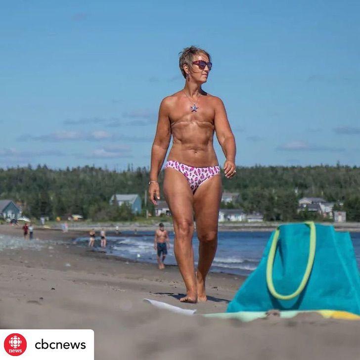 """13 2 - """"Seios não me definem como mulher"""": ela lutou contra o câncer e o venceu e sabe ser feliz com seu corpo"""