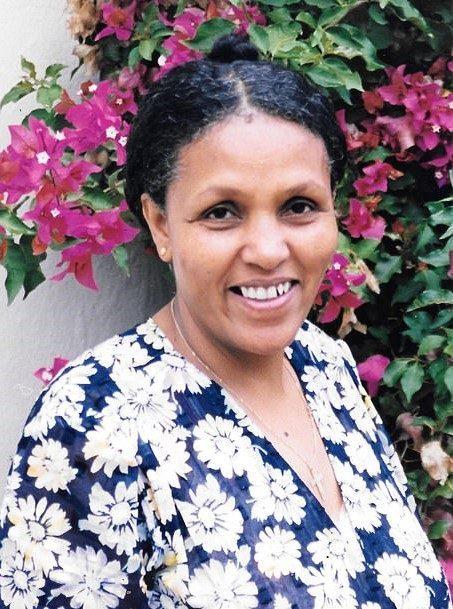 """34553986 8845681 image m 76 1603082088284 e1604334663434 - Ela não sabia ler nem escrever e se tornou uma grande cirurgiã. É o """"futuro da medicina africana""""."""