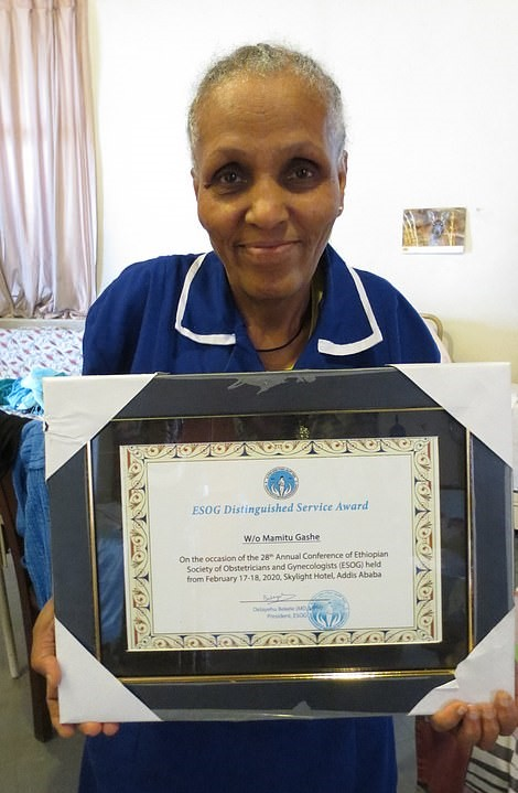 """34554000 8845681 Mamitu was ranked number 32 on the BBC s 100 Women list in 2018  a 4 1604116465358 - Ela não sabia ler nem escrever e se tornou uma grande cirurgiã. É o """"futuro da medicina africana""""."""