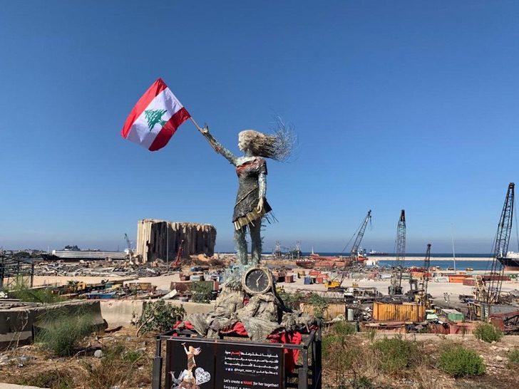 6 2 1 - Artista libanesa cria escultura poderosa com as cinzas deixadas pela explosão em Beirute. Um tributo