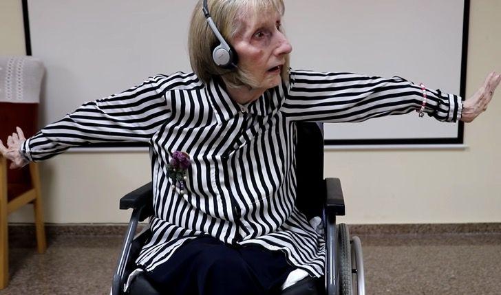 """Captura de Pantalla 2020 11 10 a las 11.09.42 - Bailarina com Alzheimer desperta ao ouvir """"O Lago dos Cisnes"""""""