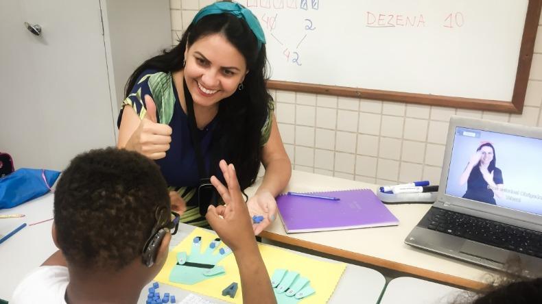 """Professora de Campinas esta entre os 10 finalistas com projeto Sala8 Foto Arquivo Pessoal - Professora brasileira está entre os finalistas do """"Nobel da Educação"""""""