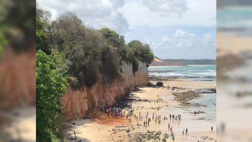 Queda de falesia na Praia de Pipa - Mãe ao tentar proteger seu filho no desabamento de falésia em pipa acaba morrendo abraçada a ele