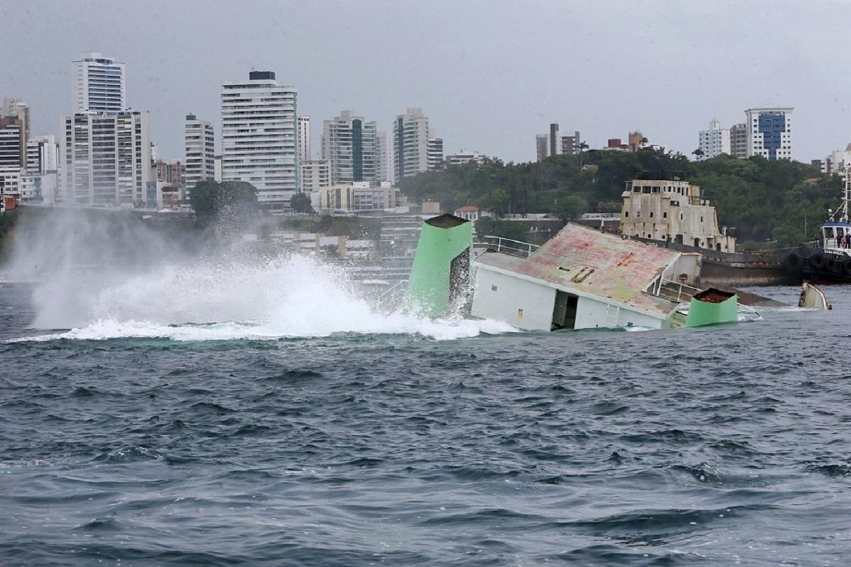 a1 - Embarcações foram afundadas na Baía de Todos-os-Santos para serem utilizados no turismo subaquático