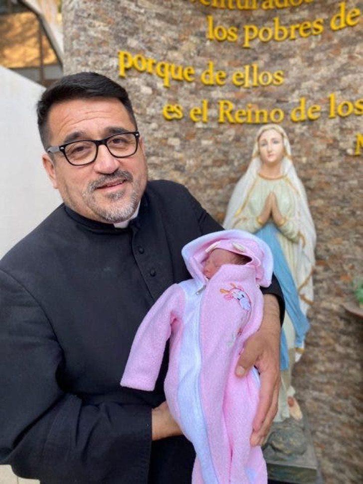 """abandonan a recien nacida 4 1 500x667 1 - """"Não quero que ela sofra o inferno que estou passando"""", diz bilhete deixado com bebê abandonado"""