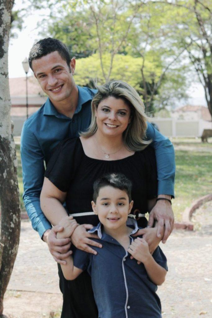 adrieli diogo vinicius 682x1024 1 682x1024 1 - Madrasta adota enteado com autismo que foi rejeitado por sua mãe biológica