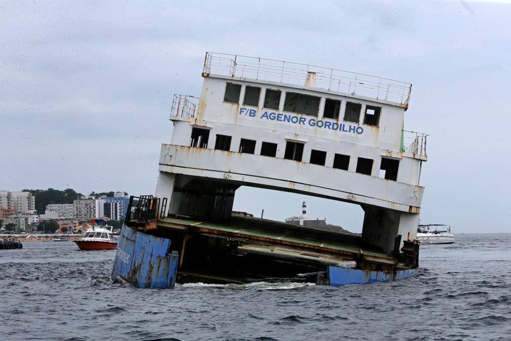 foto camila souza govba 1  - Embarcações foram afundadas na Baía de Todos-os-Santos para serem utilizados no turismo subaquático