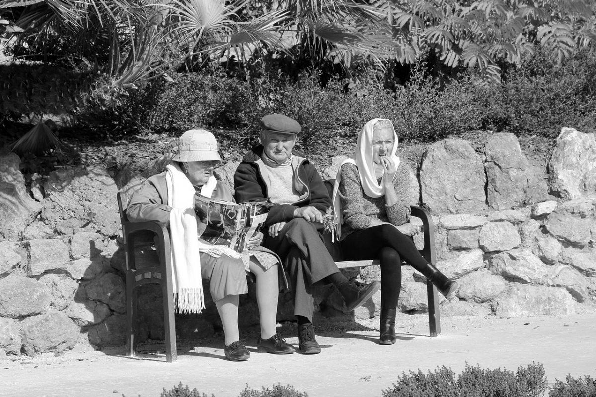 people 1215315 1280 scaled - Em Israel, pesquisadores encontraram uma maneira de reverter o envelhecimento humano. A terapia dura apenas 3 meses