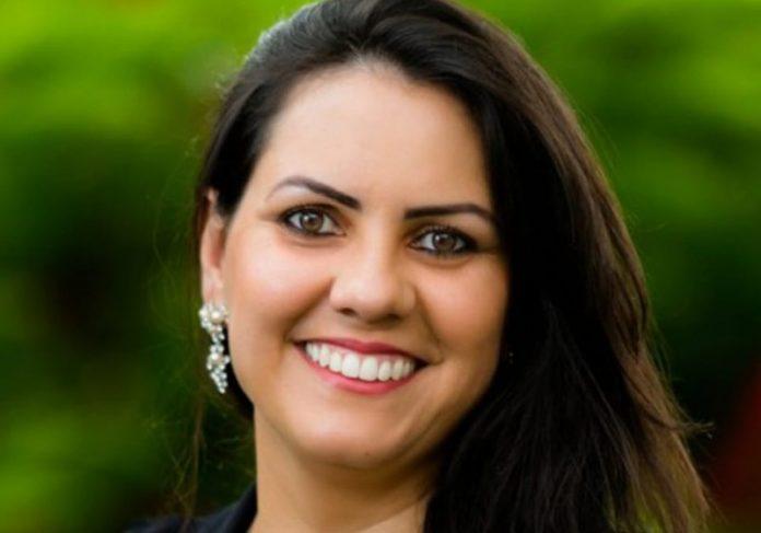 """professor nobel close 696x487 1 - Professora brasileira está entre os finalistas do """"Nobel da Educação"""""""