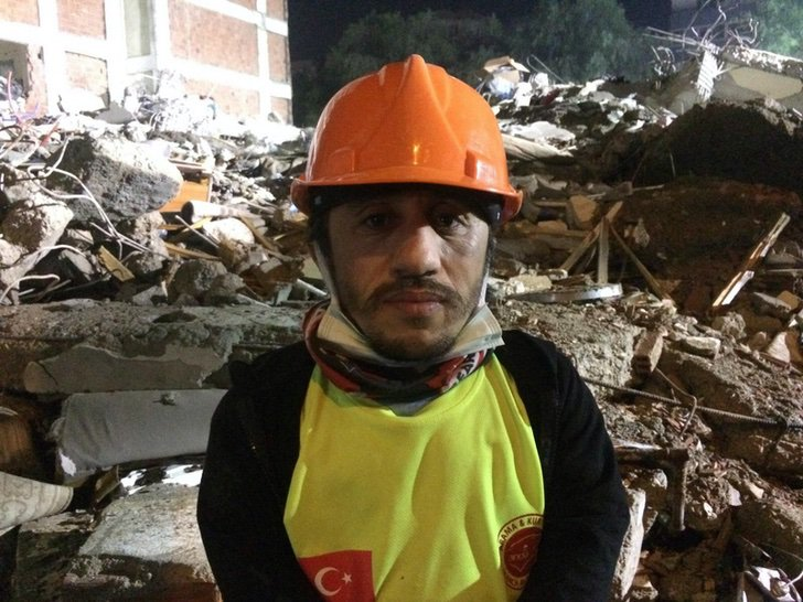 resized eea65 b8b996e240260362 1 - O homem com nanismo se torna o herói ao resgatar pessoas na Turquia. Seu tamanho é sua grande vantagem