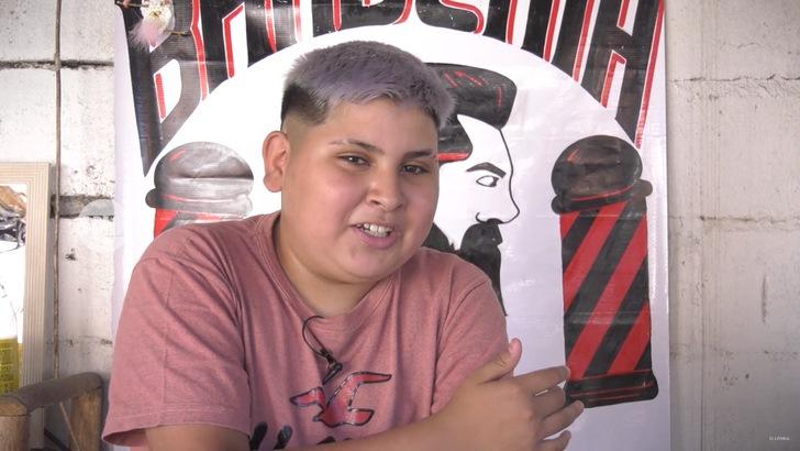 se convirtio barbero barrio 13 anos comenzo sin cobrar ahora tiene propio local 3 - Um menino de 13 anos se tornou barbeiro e agora tem sua própria barbearia