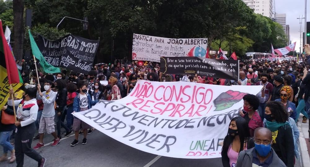 whatsapp image 2020 11 20 at 17.59.59 1 - Carrefour de São Paulo é invadido e depredado em protesto a morte de João Alberto.