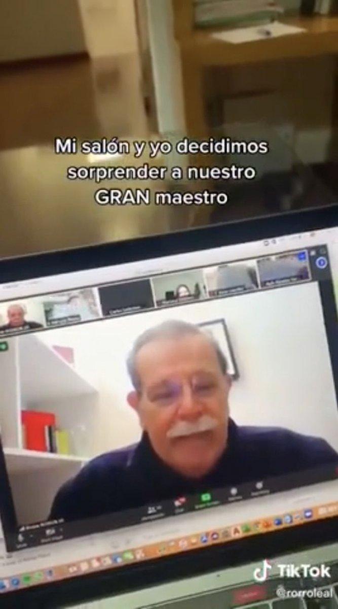 """1 6 scaled - """"Estou chorando muito """": Professor derrama lágrimas após o gesto que seus alunos fizeram por vídeo"""