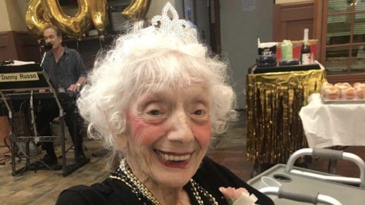 2 3 - O sorriso de quem venceu o Covid duas vezes aos 102 anos
