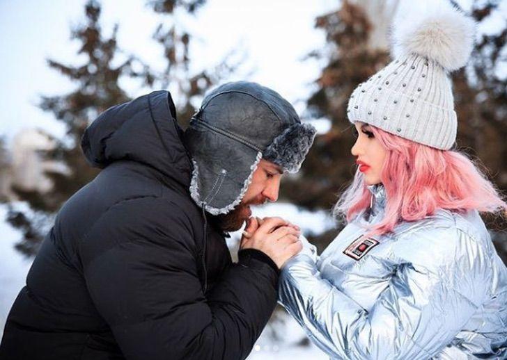 2 - Fisiculturista se casa com boneca inflável após 1 ano e meio de relacionamento