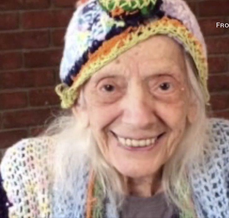 4 3 - O sorriso de quem venceu o Covid duas vezes aos 102 anos