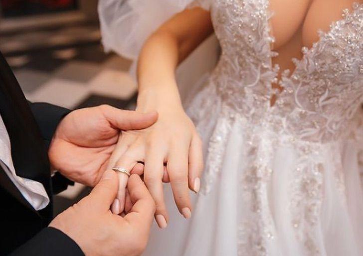 5 - Fisiculturista se casa com boneca inflável após 1 ano e meio de relacionamento