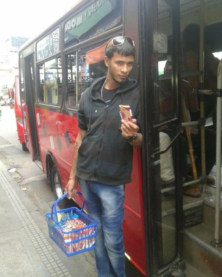 Captura de Pantalla 2020 12 21 a las 16.22.51 - Jovem músico vendia biscoitos e morava em um abrigo. Agora milhares o seguem no YouTube