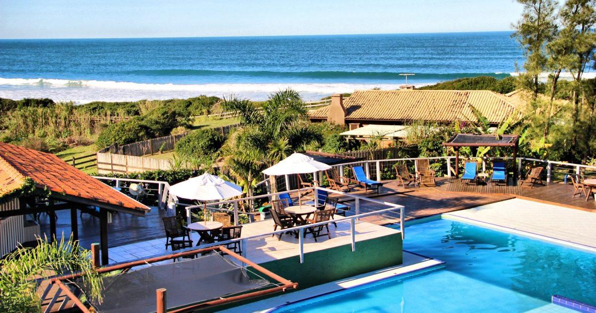 Pousada Village Praia do Rosa scaled - Santa Catarina autoriza ocupação máxima dos hotéis diante da alta de casos de covid-19