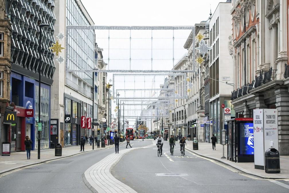 ap20326539328925 - Londres fechará os bares, restaurantes e museus para frear contaminações de Covid-19