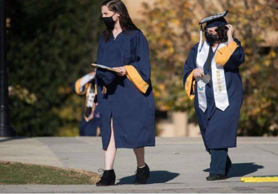 avo neta formatura2 547x383 1 - Avó e neta se formaram juntas na mesma faculdade: parceiras que se apoiam