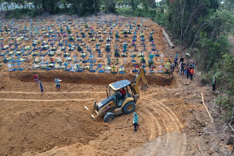 """covas em cemiterio de manaus - Atuação do governo federal na pandemia é """"criminosa"""" e """"suicida"""", conforme ANM"""