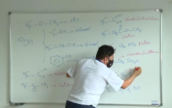 professor - Professor é curado da Covid-19 após ser cuidado por um ex aluno que se tornou médico graças a ele.