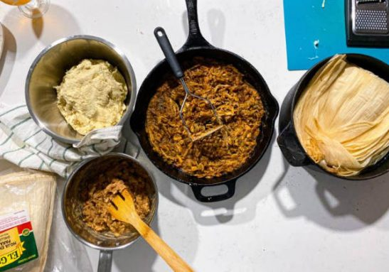 tamales cozinha2 547x383 1 - Idosa venceu a Covid-19 e fez 800 refeições para presentear a equipe que SALVOU SUA VIDA