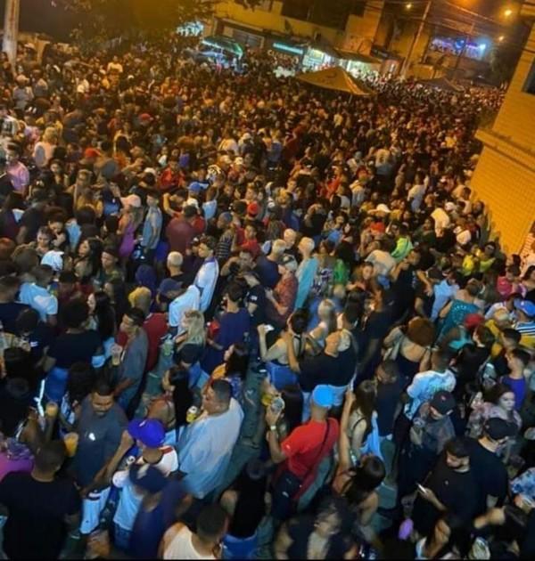 """whatsapp image 2020 12 26 at 07.36.21 - """"Pagode da Covid"""" é promovido por milhares de pessoas sem máscaras na periferia de São Vicente, SP."""