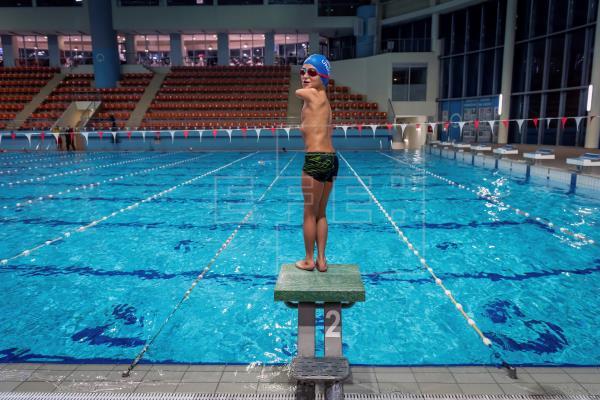 1 1 - Menino sem braços, nadador de 10 anos, ganha título de atleta do ano