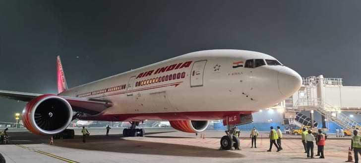1 4 - Mulheres pilotaram o voo comercial mais longo da Índia. Foram 17 horas de viagem sem parar