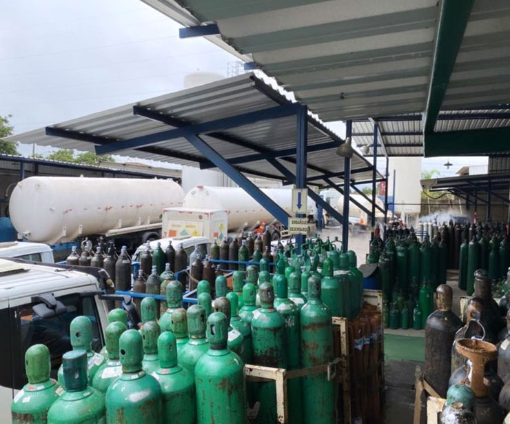 2 8 - Chegam em Manaus os 150 cilindros de Oxigênio enviados por Gusttavo Lima