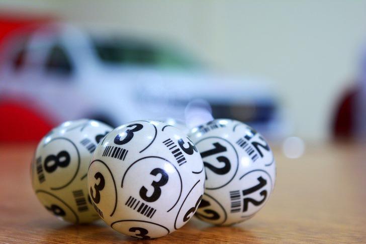 3 7 - Enfermeira ganha na loteria enquanto trata pacientes com COVID-19. O destino queria recompensar seu trabalho